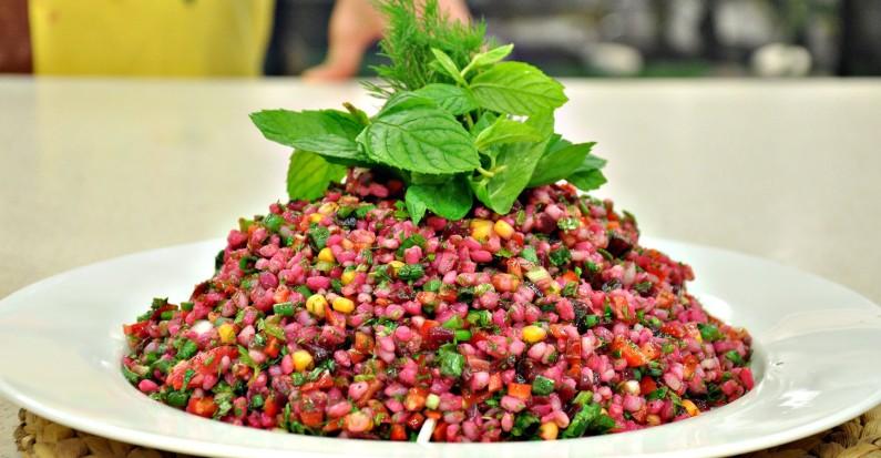 recepte: Marinētas bietes un grūbu salāti